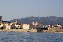 Vista di vista sul mare su vecchio Ajacco immagine stock libera da diritti