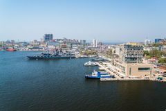 Vista di Vladivostok dal ponte attraverso una baia Horn dorato Immagine Stock