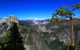 Vista di Yosemite dal punto del ghiacciaio Immagini Stock