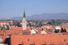 Vista di Zagabria dalla torre della cattedrale immagine stock