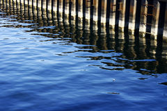 Vista diagonal do cais do porto Fotos de Stock Royalty Free