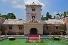 Vista dianteira da fachada complexa de banho em Taman Sari Water Castle, Yogyakarta, Indonésia Imagens de Stock