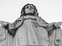 Vista dianteira de uma estátua religiosa fotos de stock