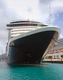 Vista dianteira do navio de cruzeiros fotos de stock royalty free