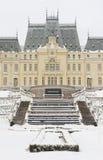 Vista dianteira do palácio da cultura na cidade de Iasi fotos de stock
