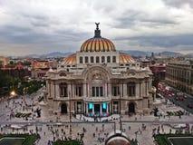 Vista dianteira do palácio das belas artes imagens de stock royalty free