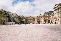 A vista dianteira do palácio de Versalhes fotografia de stock royalty free