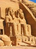 Vista dianteira do templo do rei Ramses II imagem de stock
