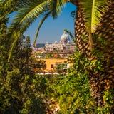 Vista distante da basílica Sant Pietro no Vaticano Imagem de Stock