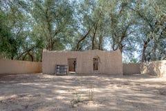 Vista distante da casa de Al Dahiri em Al Qattara Oasis, Al Ain fotos de stock royalty free