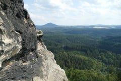Vista distante da rocha fotos de stock