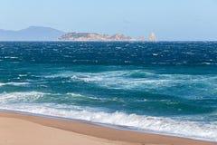 Vista distante de la reserva del infante de marina de las islas de Medes Imagen de archivo