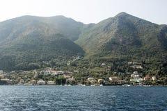 Vista distante del puerto de Nidri Foto de archivo libre de regalías