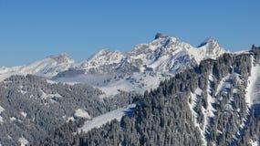 Vista distante dell'area dello sci di Wasserngrat, Gstaad Landsca di inverno Fotografie Stock