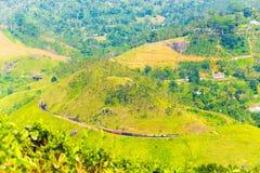 Vista distante della collina del treno della pista di spirale del ciclo di Demodara Fotografie Stock Libere da Diritti