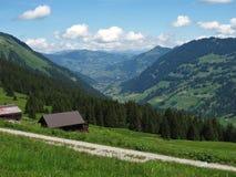 Vista distante di Gstaad Fotografia Stock Libera da Diritti