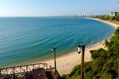 Vista distante di Pattaya dal colpo Ampur Fotografie Stock