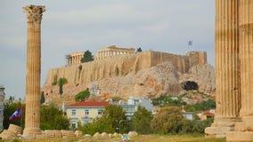 Vista distante do templo do Partenon sobre a acrópole de Atenas, patrimônio mundial filme