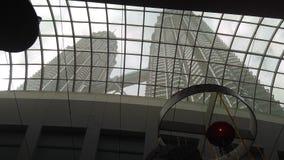 Vista do ângulo interno de torres gêmeas de Petronas, Malásia imagem de stock