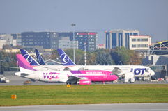 Vista do aeroporto de Okecie em Varsóvia Fotografia de Stock Royalty Free