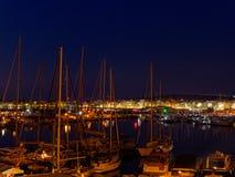 Vista do alghero na noite Uma cidade bonita vibrante Sardinia, Itália imagens de stock