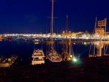 Vista do alghero na noite Uma cidade bonita vibrante Sardinia, Itália imagem de stock