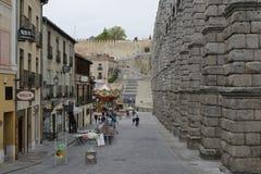 Vista do aqueduto na Espanha de Segovia foto de stock