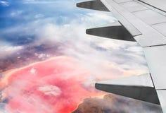 Vista do avião no lago de sal cor-de-rosa Imagens de Stock Royalty Free
