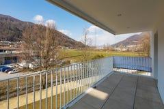 Vista do balcão de um apartamento fotos de stock royalty free