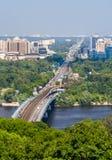 Vista do banco esquerdo de Dnieper em Kiev, Ucrânia Fotos de Stock Royalty Free