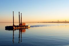 Vista do barco no rio de Tagus de Lisboa e Fotografia de Stock