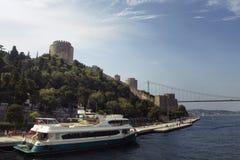 Vista do barcos a motor grandes, passeio dos povos imagens de stock royalty free