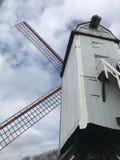 Vista do Bonne Chieremolen em Bruges imagem de stock