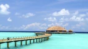 Vista do bungalow da água na ilha do irufushi, maldives imagem de stock royalty free