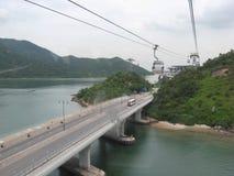 Vista do cabo aéreo do sibilo de Ngong, Tung Chung, ilha de Lantau, Hong Kong fotos de stock royalty free