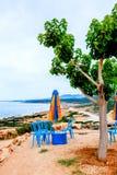 Vista do café na rua, restaurante exterior do seacoast Foto de Stock Royalty Free