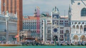 Vista do Campanile di San Marco e Palazzo Ducale, do timelapse de San Giorgio Maggiore, Veneza, Itália filme