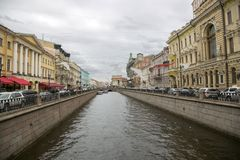 Vista do canal de Griboyedov da ponte italiana em St Petersburg Imagem de Stock