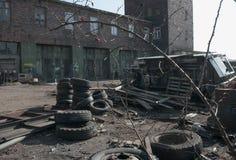 Vista do carro velho em caminhões basculantes, Baltiysk, Rússia imagens de stock