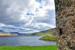Vista do castelo arruinado, Escócia Foto de Stock