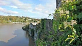 A vista do castelo de Chepstow que mostra o rio circunvizinho fotografia de stock