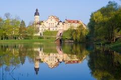 Vista do castelo de Nesvizh, manhã de abril belarus fotografia de stock royalty free