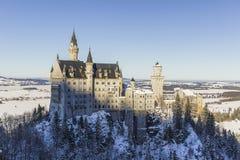 Vista do castelo de Neuschwanstein da ponte do ` s de Queen Mary foto de stock royalty free