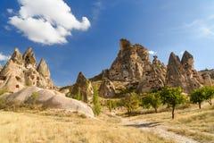 Vista do castelo de Uchisar do vale do pombo Cappadocia Turquia fotografia de stock