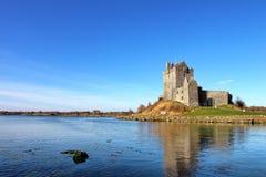 Vista do castelo em Kinvara, Ireland de Dunguaire. imagens de stock