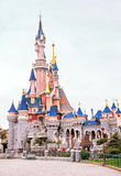 Vista do castelo famoso na Disneylândia Paris france europa Fotos de Stock Royalty Free