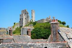 Vista do castelo na cume, Corfe de Corfe Fotos de Stock