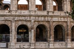 Vista do Colosseum ou do coliseu imagens de stock royalty free