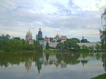 Vista do convento de Novodevichy imagens de stock
