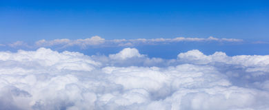 Vista do céu e das nuvens do avião Fotos de Stock